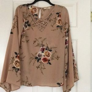 NWOT Entro Floral Top, size Small